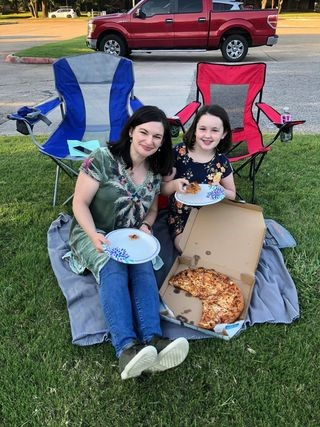 YP Mother and daughter pizza