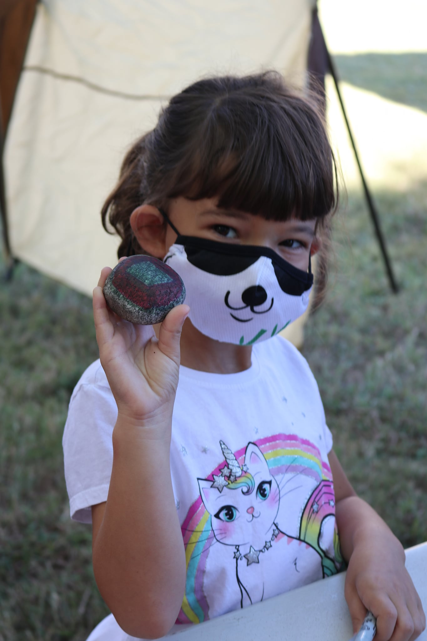 RS 9 26 girl with rock